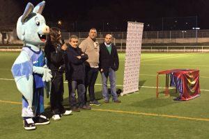El acto de entrega de la placa de GM Football Academy.