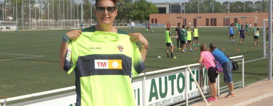 Maribel Melenchón, ganadora de la camiseta del Elche